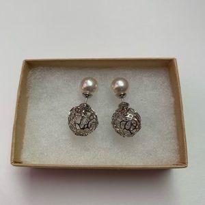 Beautiful earrings w Krystal silver pearl details